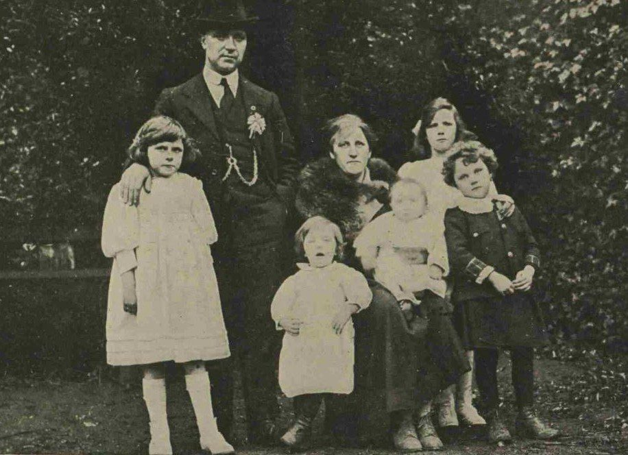 Tomas MacCurtain and Family