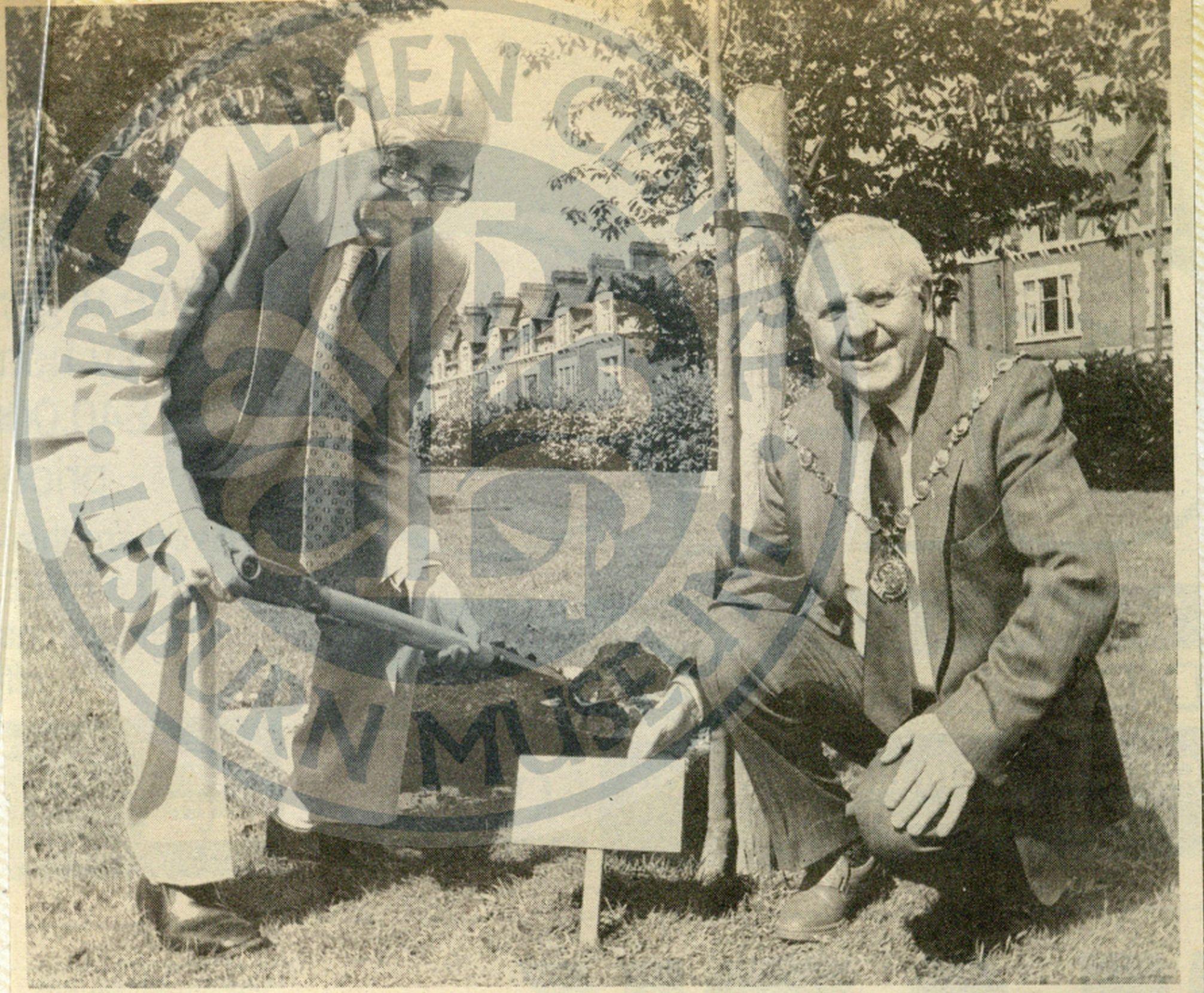 Professor Pantridge with Mayor McAllister, Wallace Park, 1991